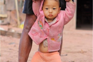В деревне народности акха