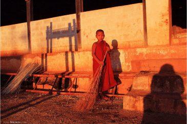 Маленький монах в затерянной деревушке провинции Шан