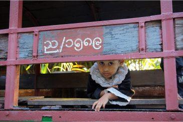 Подозрительная девочка в поселке Тхандо