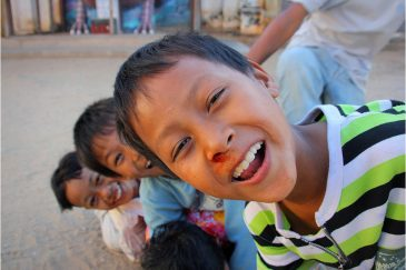 Разбитые носы в городке Ньяунг У
