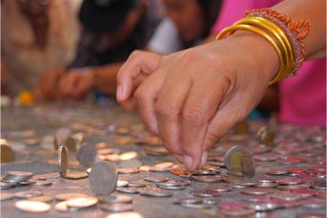 Новогодняя традиция ставить монетки на ребро