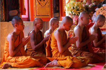 Татуировки из прежней жизни монахов