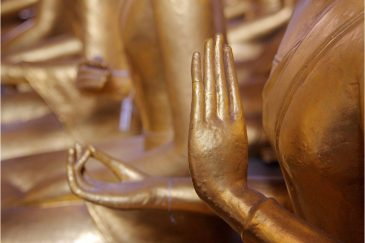 Руки Золотого Будды