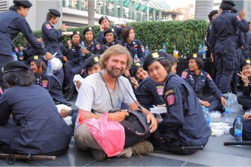 С девушками - полицейскими в Бангкоке. Подготовка к Новогодней ночи 31 декабря