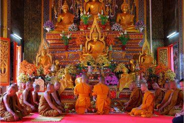 Церемония пострижения нового монаха в Нонг Кае