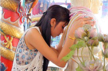 Тайцы очень религиозны. Буддистский храм в Бангкоке