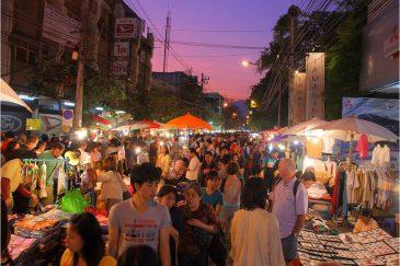 Вечерняя улица Чианг Мая