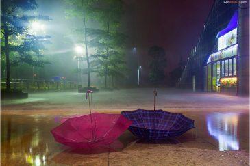 Дождь у входа в телебашню города Гуанчжоу