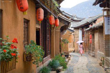 Улицы старинного городка Шаси в провинции Юньнань