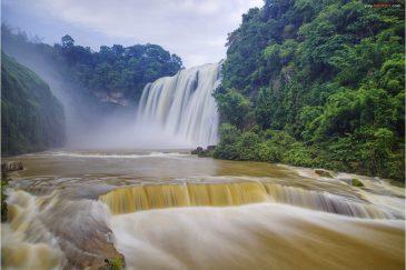 Водопад Хуангошу в провинции Гуйчжоу - самый большой в Китае