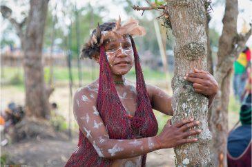 Девушка на фестивале папуасских культур в долине Балием