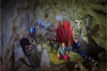 Наша команда в пещере Гуа Викуда в долине Балием