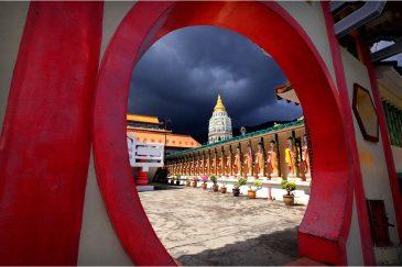 Храм Кек Лок Си на острове Пенанг