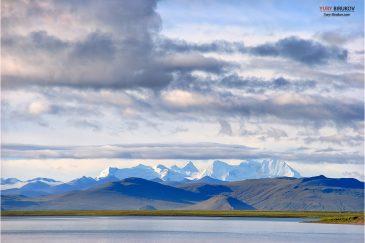 Снежные Гималаи и озеро Ямдрок-Цо
