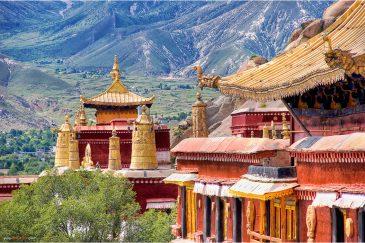 Монастырь Сера надалеко от столицы Тибета Лхасы