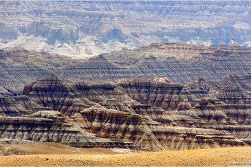 Пустынные пейзажи и каньоны королевства Гуге