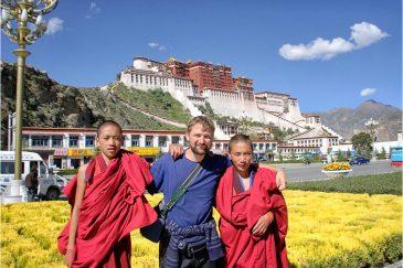 С монахами в столице Тибета Лхасе