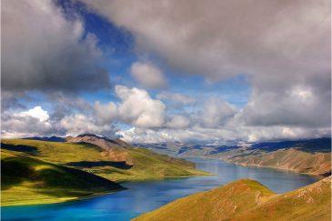 Священное озеро Ямдрок-Цо