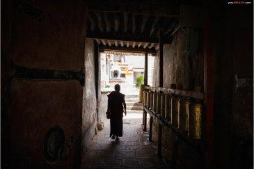 Ворота монастыря Сера в окрестностях Лхасы
