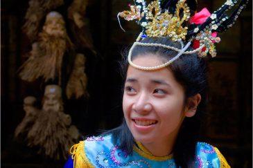 Актриса народного театра в городе Хойан
