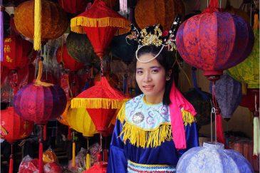 Актриса вьетнамского народного театра
