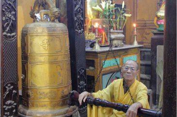 Буддистский монах в городишке Чаудок на границе с Камбоджей
