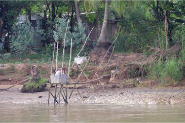 Частный туалет на берегах Меконга