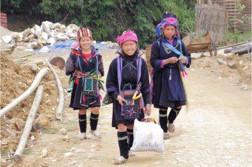 Девушки из народности черные хмонги