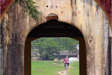 Ворота в старом императорском дворце в Хюэ