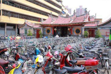 Мотоциклетно-велосипедный бум на улицах Сайгона