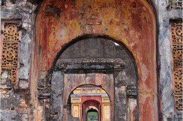 Остатки разрушенного американцами императорского дворца в Хюэ