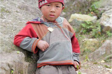 Парень из народности Красные Зяо
