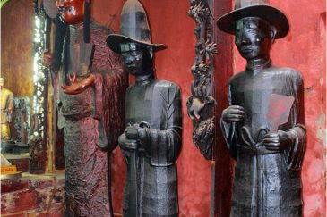 Предки-герои в конфуцианском храме Сайгона