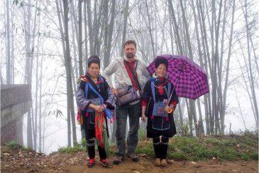 С тетушками народности Черные хмонги