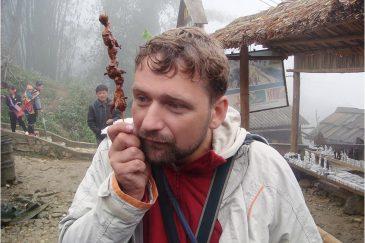 Шашлык из жареных воробьев в горном Вьетнаме