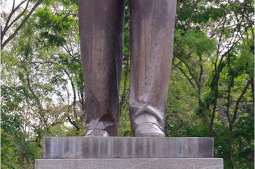 Статуя вождя в Ханое