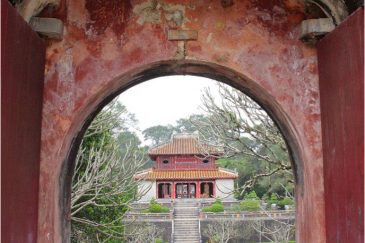 Сады императорских гробниц в окрестностях Хюе
