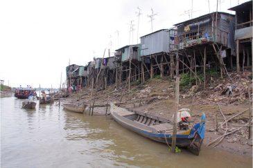 Трущобы на берегах Меконга в южном Вьетнаме