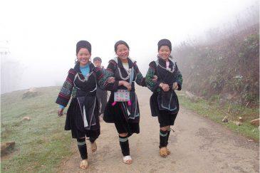 Веселые девчата из народности Черные Хмонги