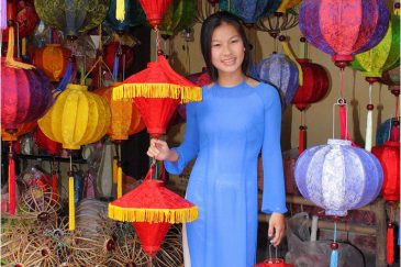 Вьетнамская красавица в городишке Хойан