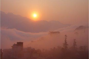 Тонкинские Альпы - горы Северного Вьетнама на восходе солнца