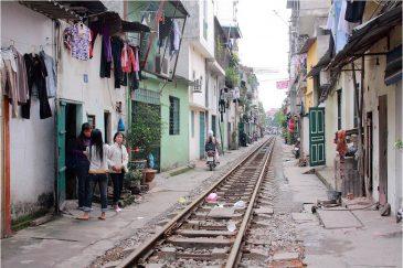 Железная дорога в центре Ханоя