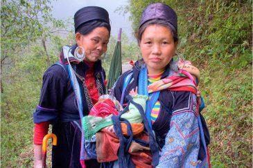 Женщины народности Черные Хмонги в окрестностях города Сапа