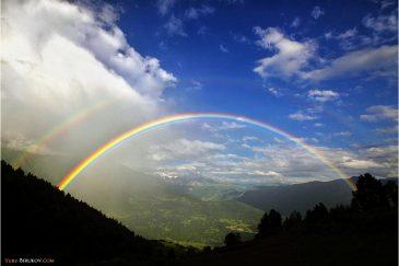 Двойная радуга в кавказских горах
