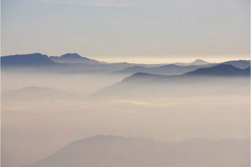 Холмы Шри Ланки в дымке
