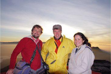 Наша команда в неполном составе на вершине горы Шри Пада