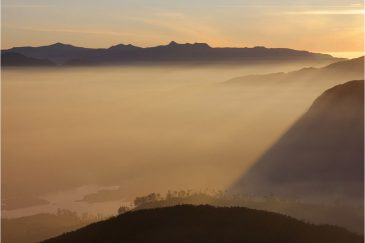 Окрестности горы Шри Пада на восходе солнца
