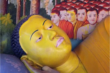 Отдыхающий Будда в монастыре Вевуруканалла