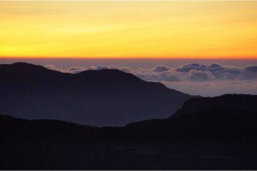Восход солнца на священной горе Шри Пада