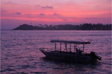 Закат на пляже Унаватуна
